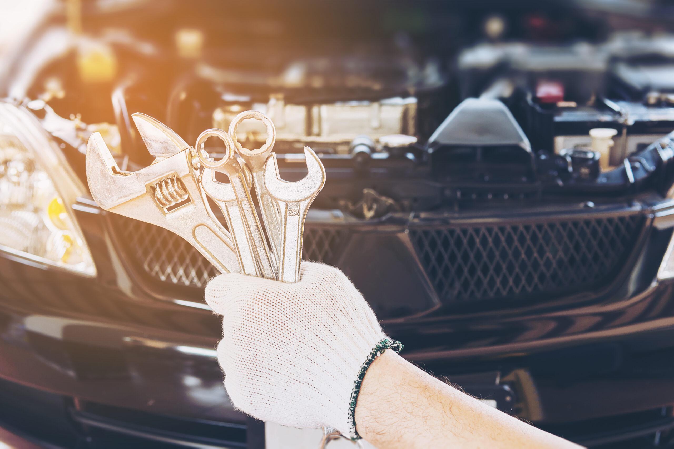 Mechanic man repairing car